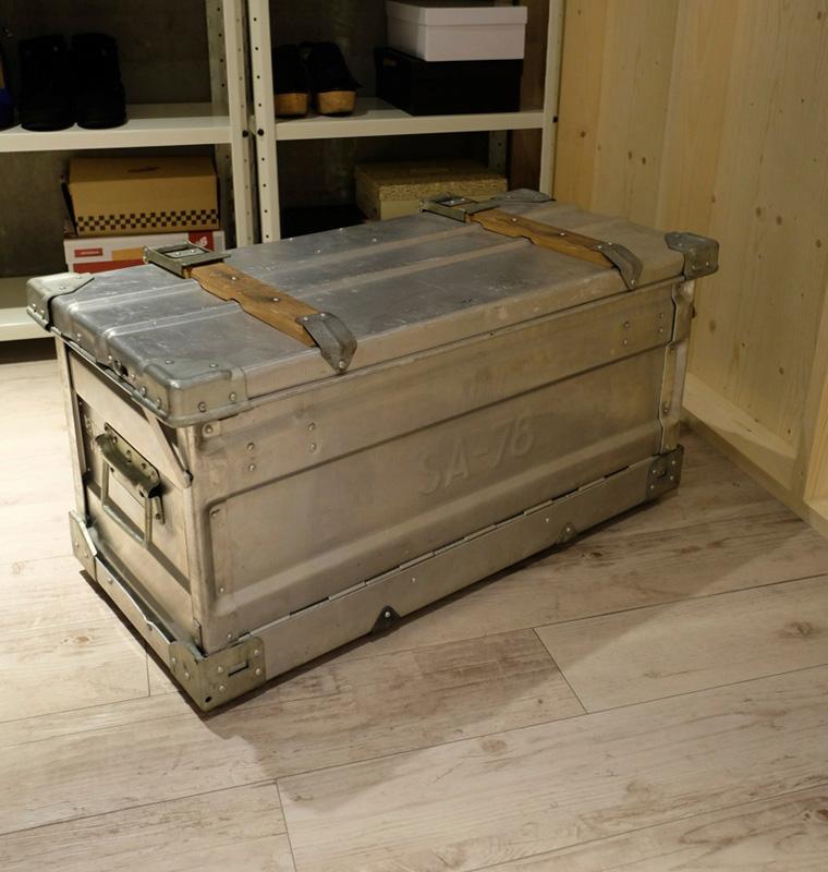 収納箱はユーゴスラビア軍がパンを運ぶ際に使用する箱