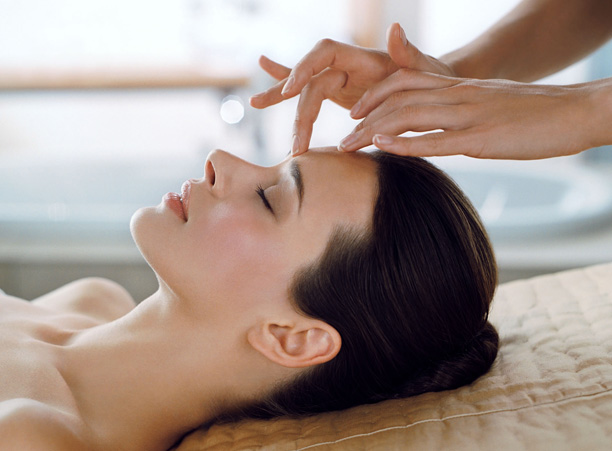 sfacial-spa-elemis-head-massage-398950_4